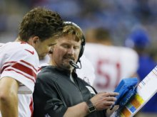 eli-manning-reviews-plays-on-a-microsoft-tablet